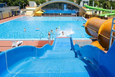 Zjeżdzalnia na basenie