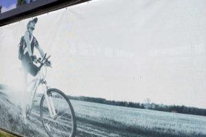 Baner z rowerem